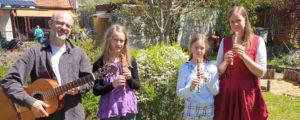 Musikalische Frühlingsgrüße einer Schulfamilie